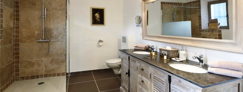 7-Luxury-Villas-Provence-La-Colombe-bathroom
