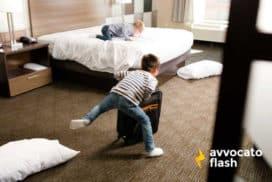 Danni alla stanza d'albergo: cosa rischiano gli ospiti?
